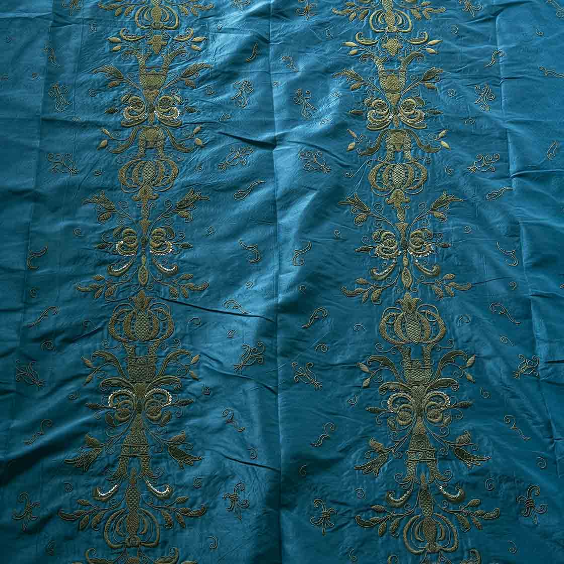 Zola - Antique Bronze On Duchess Silk Cornflower - Beaumont & Fletcher - Beaumont & Fletcher