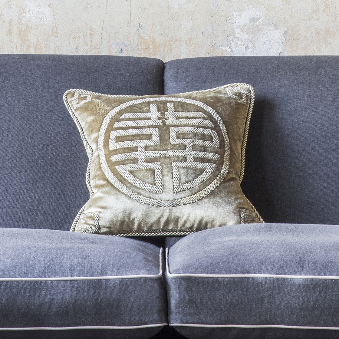 Double happiness cushion on Capri velvet - French grey - Beaumont & Fletcher